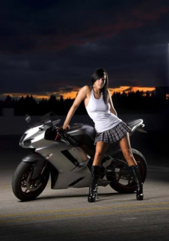 Hot Girls on Bikes 12
