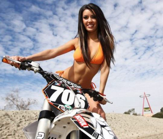 Hot Girls on Bikes 16