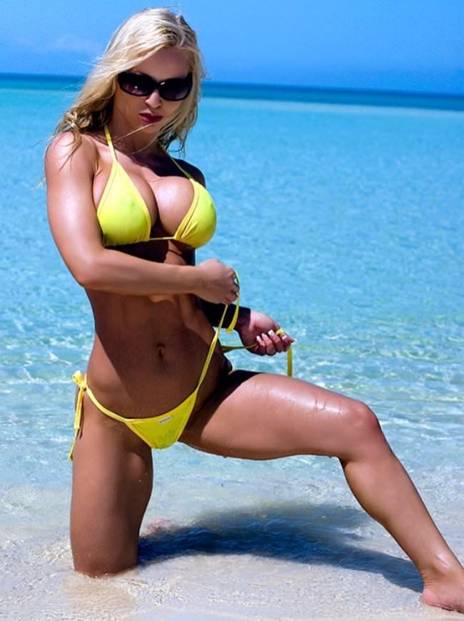Jennie in a string bikini bell