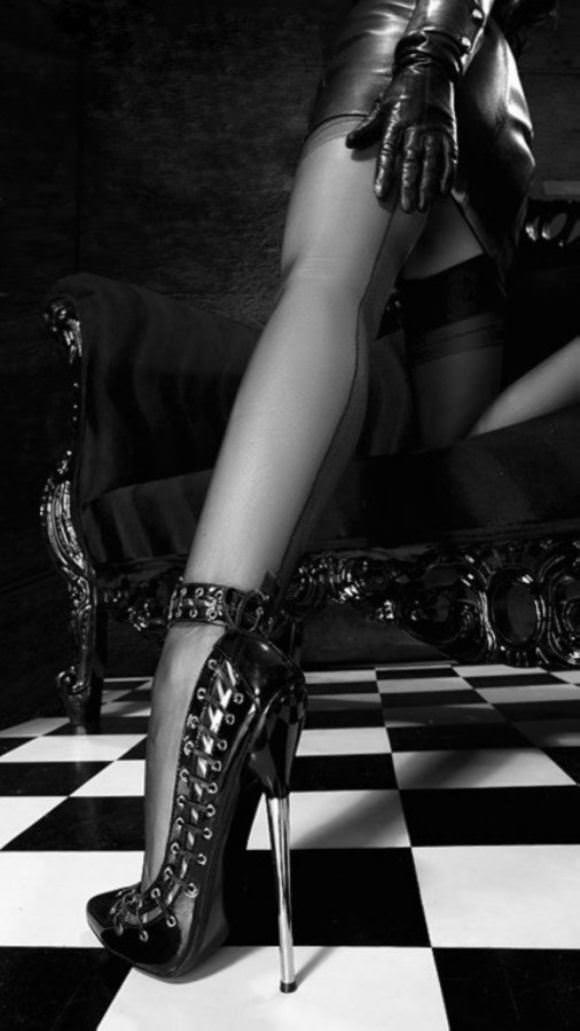 Строгая госпожа ноги 6 фотография