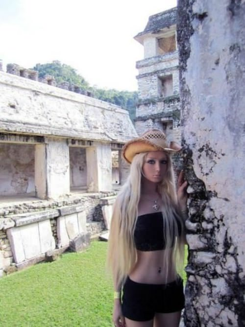 valeria-lukyanova real life barbie pictures 17