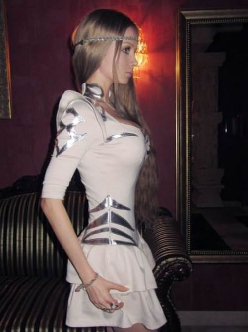 valeria-lukyanova real life barbie pictures 20