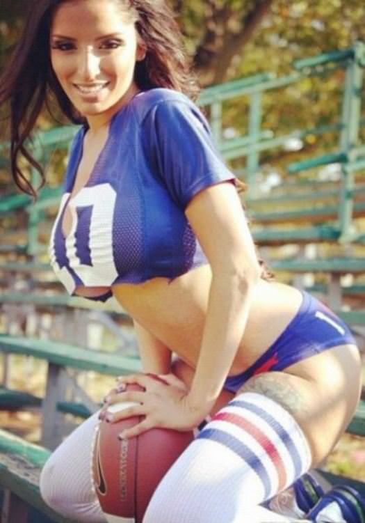 Hottest Giants and Patriots Superbowl Fans 4