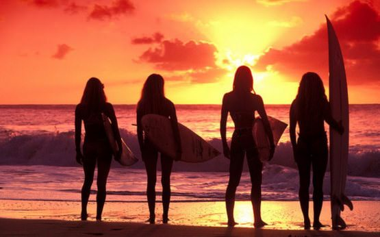 Girls Surfing 22