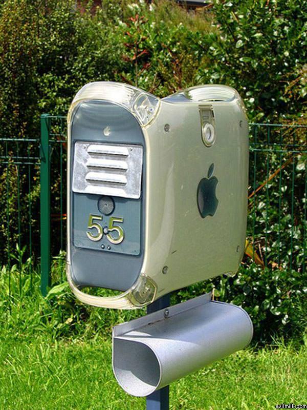 Retarded_Mailbox.jpg